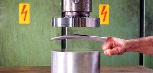 Adamantium Wolverine Hydraulikpresse