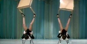 The Baronton Sisters, Tische balancieren