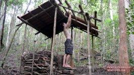 Dachziegel im Wald herstellen