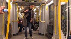 Berlin, Ubahn, tanzen