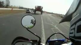 unter einem traktor durchfahren