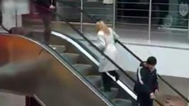 Blondine, Rolltreppe, Escalator Workout