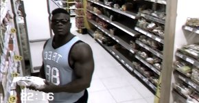 Bodybuilder shoppen Überwachungskamera, Blessing Awodibu