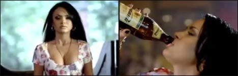 Frau, Bierflasche öffnen, Werbung