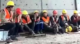 Chinesischer Bauarbeiter Tanz