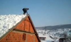 Dach, Schnee, Salto