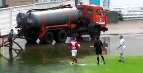 Fußball Eckball Wasser