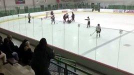 Eishockey Kinder Vater dreht durch