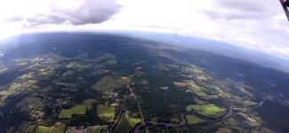 Fallschirmsprung Flugzeug knapp
