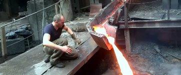Flüssiges Metal anfassen