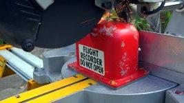 Flugschreiber Black Box Flight Recorder öffnen