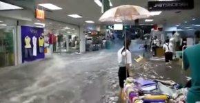 Fluß Einkaufszentrum