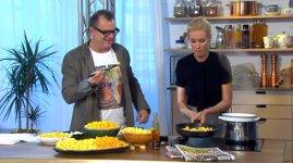 Frau Küche Pfanne Feuer TV Show