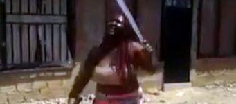 Frau Schwerter jonglieren