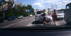 Frauen, Unfall, Straßenverkehr