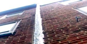 Fallrohr Dachrinne Eis