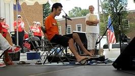 George Dennehy - Gitarre, Behinderung, keine Arme