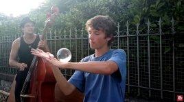 Glaskugel jonglieren