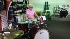 Schlagzeug Oma