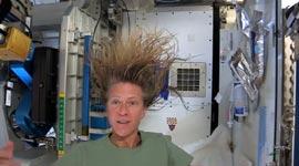 Haare waschen im Weltall