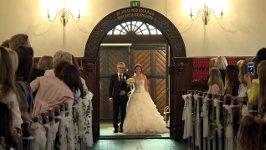 Hochzeit Braut singt Altar