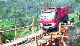 LKW Holzbrücke Fail