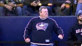 Eishockey-Fan tanzen