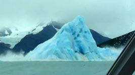 Eisberg dreht sich