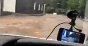 Überflutung Auto schwimmen