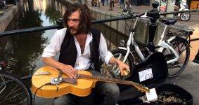 Jack Broadbent Gitarre Straßenkünstler