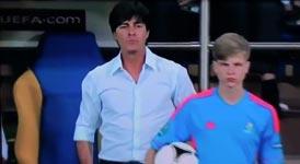 Joachim Löw, Balljungen, Ball aus der Hand
