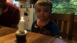 Junge Kind Kerze Geburtstag
