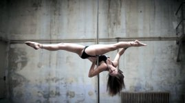 Karo Swen Pole Dance