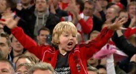 Kind, Daumen ins Auge, Liverpool