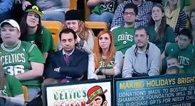 Frau beim Celtic-Spiel bläst 2 große Lümmel