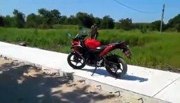 Mann Affe Motorrad