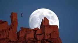 Moonwalk - Slacklinen vor dem Mond