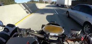 Motorrad Unfall unter LKW