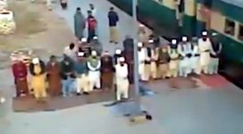 Muslime Zug beten