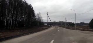 Aufstellung eines Strommastes
