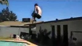 Pool, Blondine, springen
