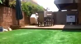 Pool unter Rasen
