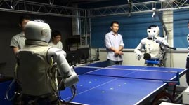 Roboter spielen Tischtennis