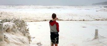 Schaumbad im Meer Pambula Beach