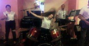 Schlagzeug Frau