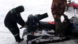 Schneemobil Russland frist Mensch