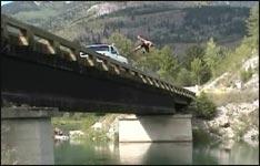 Stuntman, Sprung von Brücke
