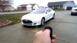 Tesla Garage parken
