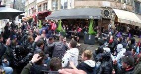 Ajax Fans Straßenmusiker