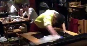 Tisch abwischen like a Kung-Fu Master